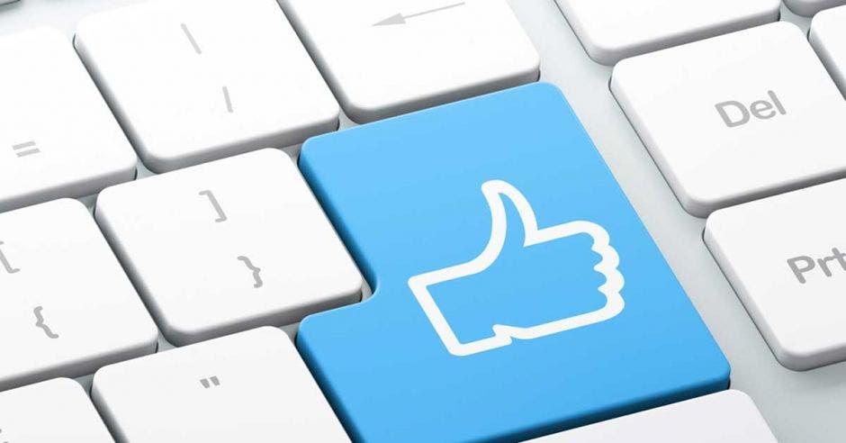 Un teclado con el símbolo de like