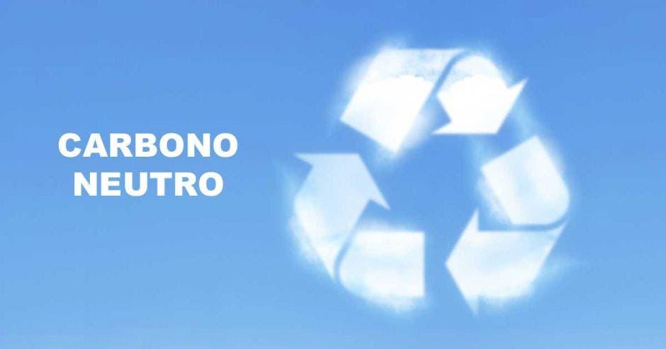 Un signo de reciclaje con humo