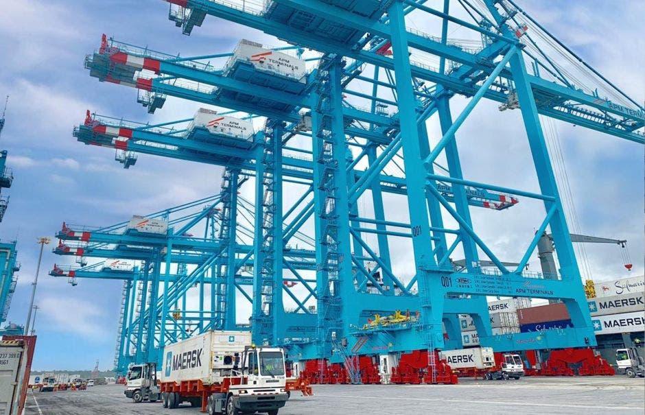 Grúas de la terminal de contenedores en Moín