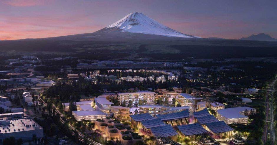 montaña blanca y ciudad