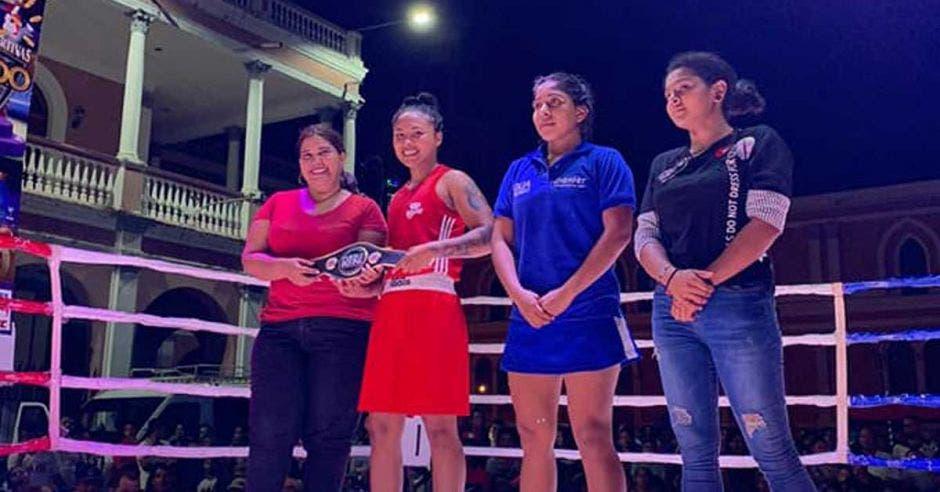 mujeres en el ring