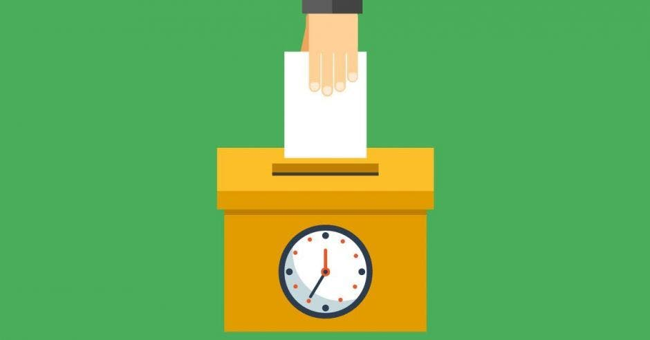 Persona deposita su voto