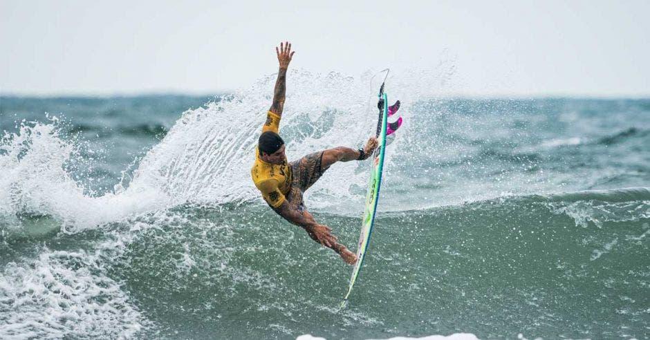 gabriel medina surfista