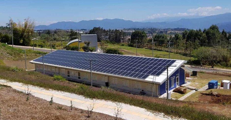 Un laboratorio alimentado con paneles solares