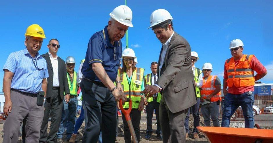 Rodolfo Méndez, ministro de Obras Públicas, destacó que en este momento hay unas 200 obras en curso en todo el país. Cortesía / La República
