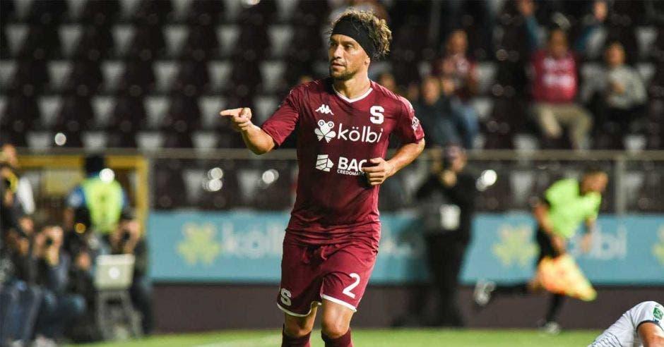 Christian Bolaños suma dos goles en el arranque del Clausura