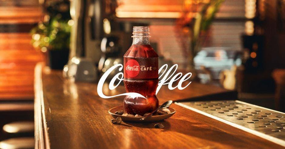 Botella de Coca Cola con Café