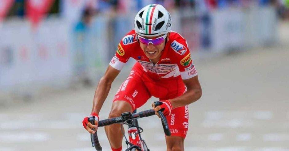 ciclista de rojo