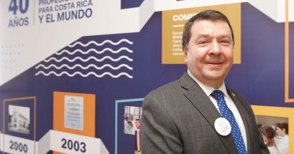 Doctor Pablo Guzmán Stein, rector de UCIMED.