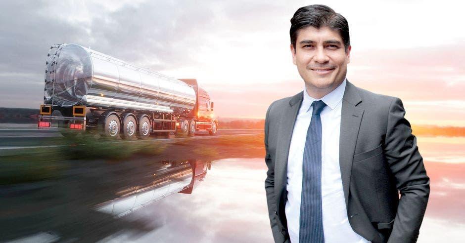 """""""El combustible debe tener el mismo precio en todo el país. Sin importar en dónde estemos, pagaremos lo mismo"""", dijo el presidente Carlos Alvarado. Archivo/La República."""