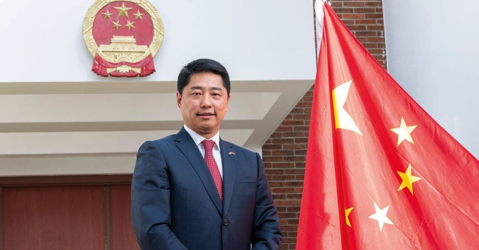 El Sr. Embajador Tang Heng de la República Popular China