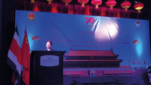 Expresidenta Laura Chinchilla habla en el Foro de Amistad e Intercambio China-Costa Rica.