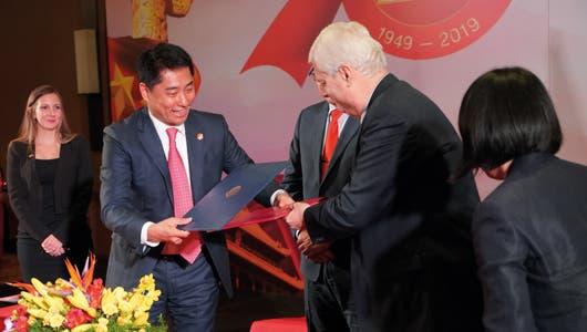 Firma del Convenio de Cooperación Económica y Técnica entre los dos Gobiernos.