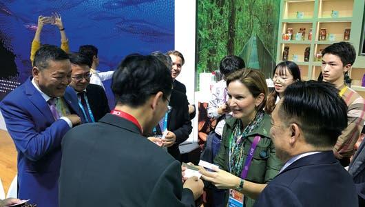 Dyalá Jiménez, ministra de COMEX en la Exposición Internacional de Importaciones de China