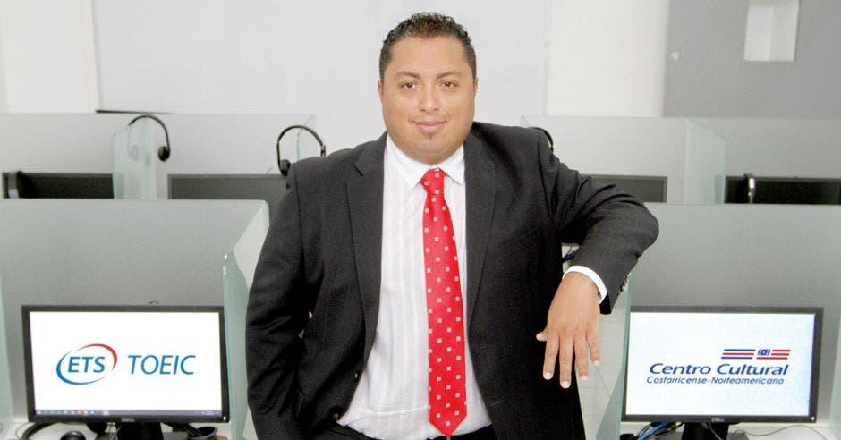 Óscar Gómez, jefe de Pruebas Internacionales en el Centro Cultural Costarricense Norteamericano