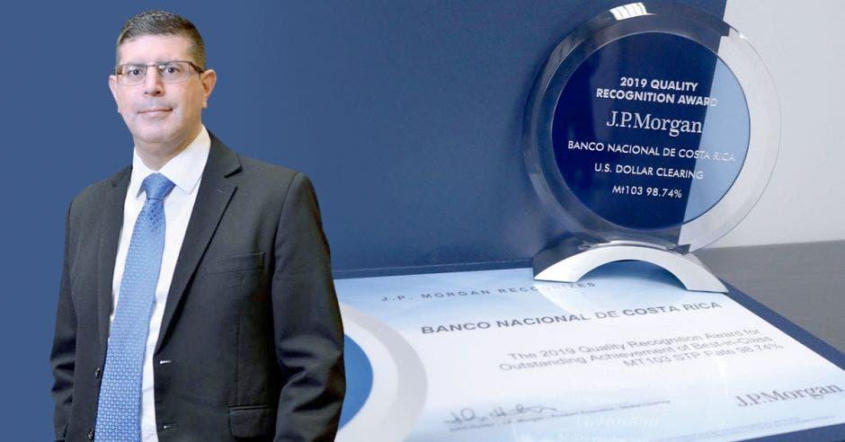 En toda Centroamérica y el Caribe, el Banco Nacional ha sido acreedor de este premio once veces consecutivas. El Banco es dirigido por Gustavo Vargas. Cortesía/La República.