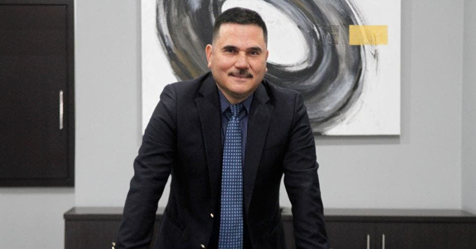 Vidal Villalobos de Prival Bank