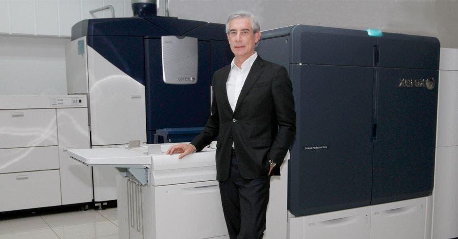 Pedro París, CEO de Grupo PBS, presentó los dos equipos más grandes de hoja cortada de Xerox: Iridesse y Igen5