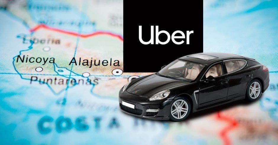 Un mapa, un vehículo y el logo de Uber