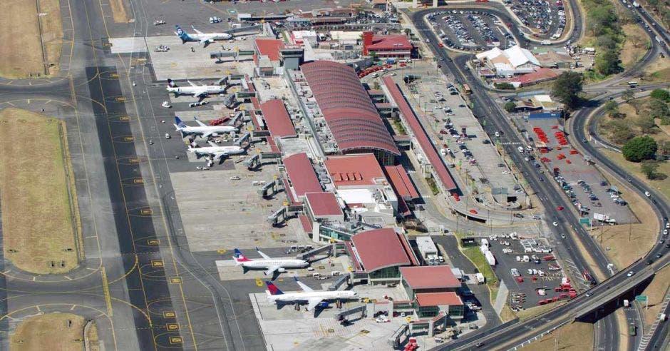 Pista de aterrizaje del Aeropuerto Juan Santamaría