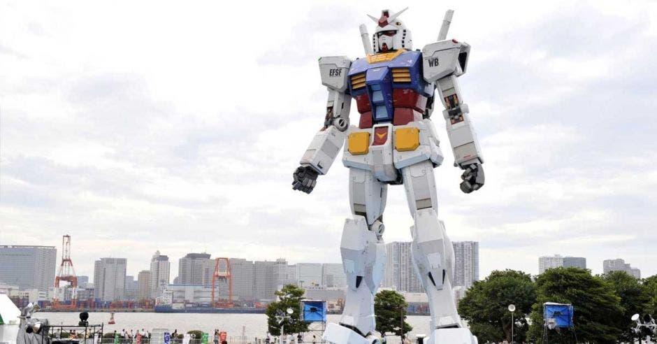 robot blanco gigante