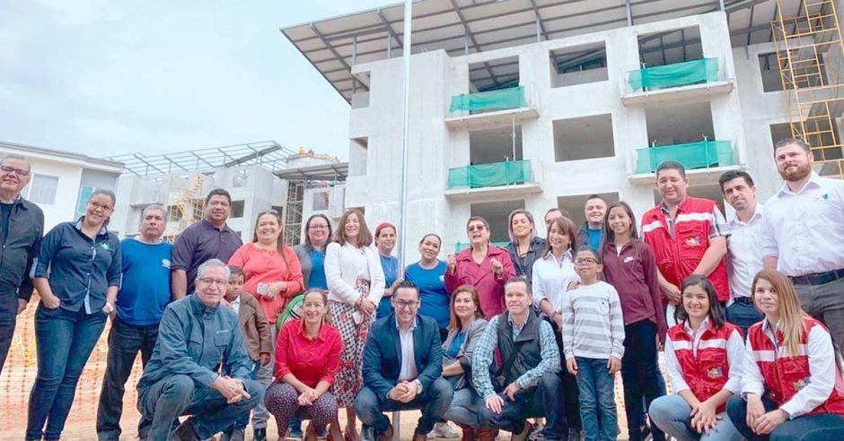 El Condominio Torres de la Montaña, en Los Guido de Desamparados, fue galardonado con el Programa Bandera Azul Ecológica. Cortesía/La República.