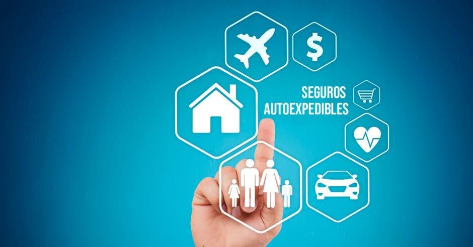 mano señalando varios tipos de seguros autoexpedibles con la palabra seguros autoexopedibles en el medio