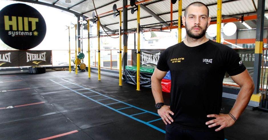 entrenador en golds gym