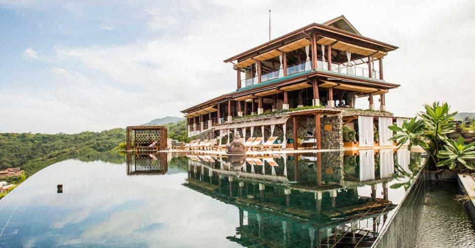 Un hotel lujoso hecho de madera