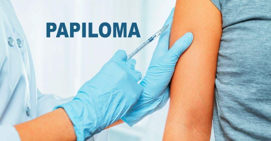 Un brazo recibiendo una inyección y la palabra papiloma