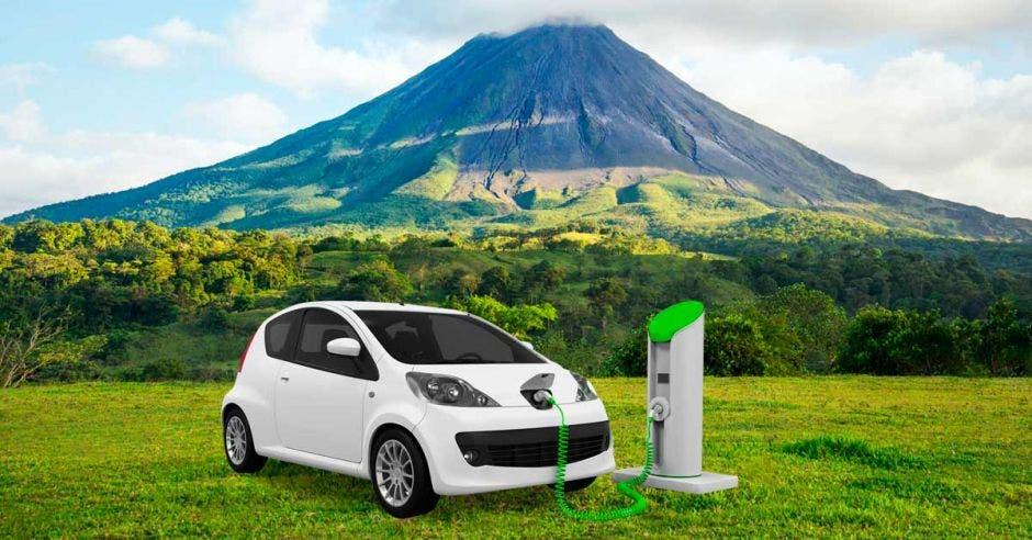 carro electrico y centro de carga en volcán arenal