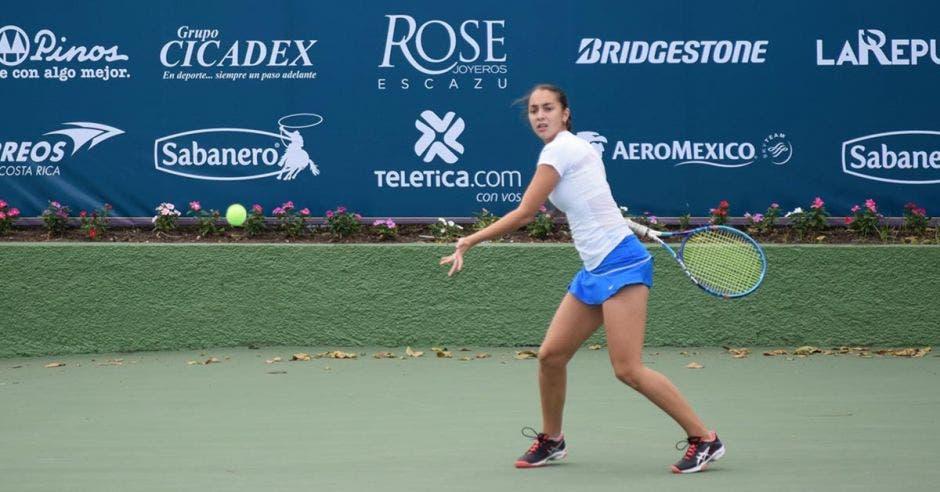 mujer tenista