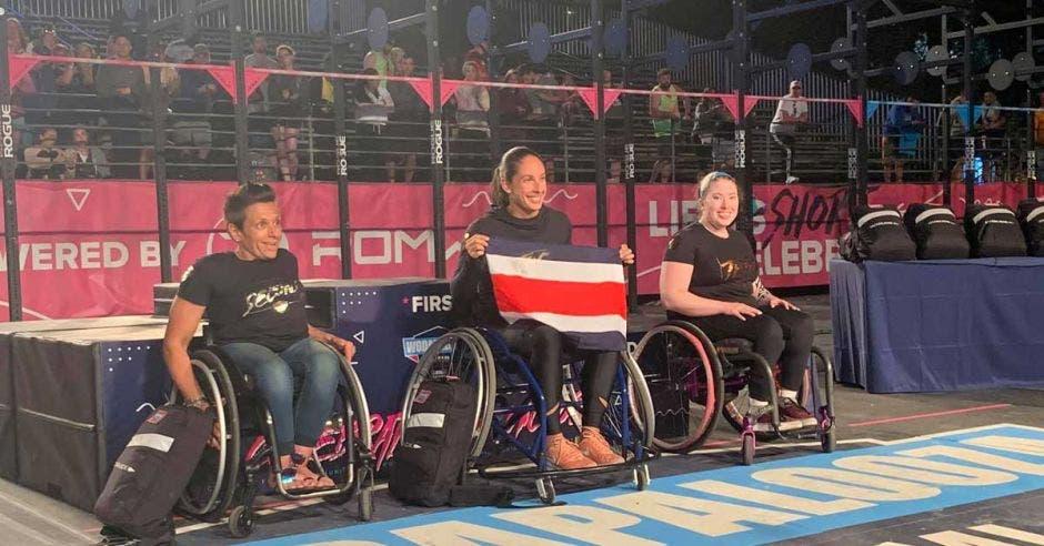 mujeres en silla de ruedas