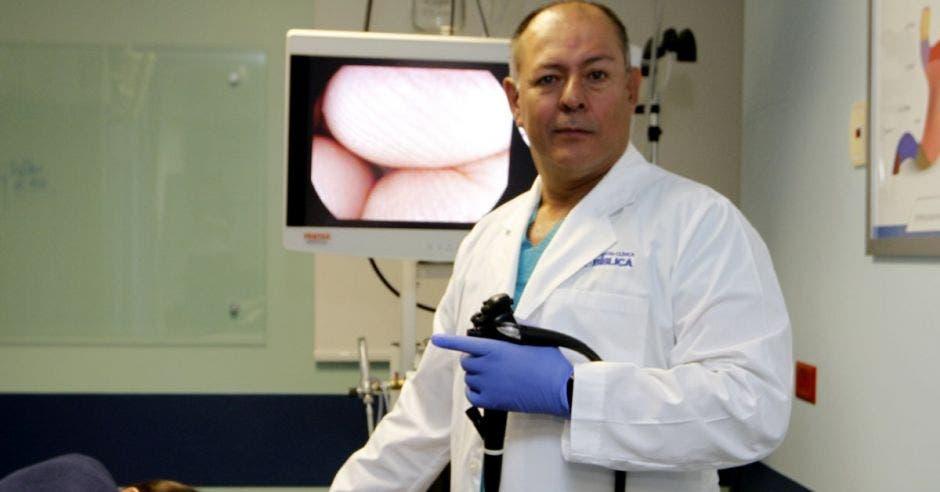 Manuel Chaves, médico especialista de Gastroenterología en Hospital Clínica Bíblica