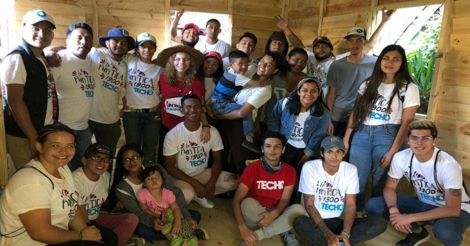 Voluntarios de la organización Techo