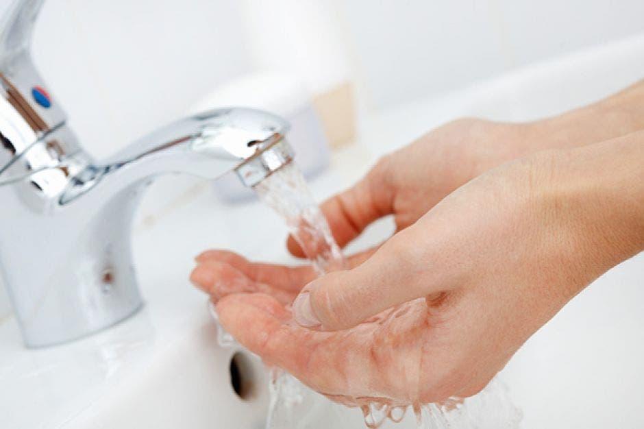 Unas manos lavándose