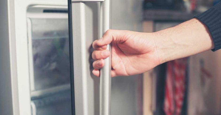 Una refrigeradora abierta