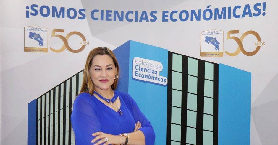 Para el Colegio de Ciencias Económicas es fundamental propiciar el desarrollo profesional de sus agremiados y crear espacios que incidan en el crecimiento empresarial y en la reactivación de la economía, destacó Zoila Víquez, su directora ejecutiva. Archivo / La República