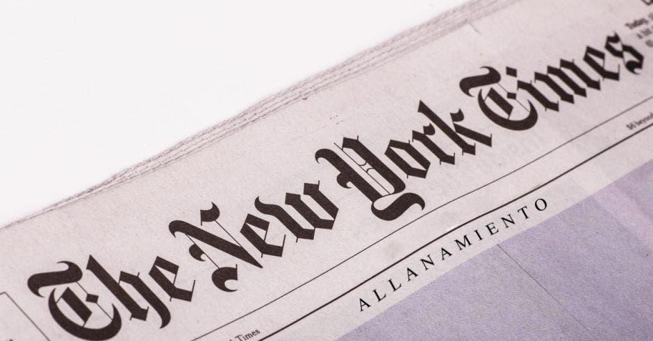 título del new york times con la palabra allanamiento