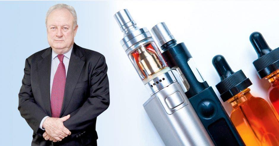 Enrique Egloff con unnos dispositivos para vapear