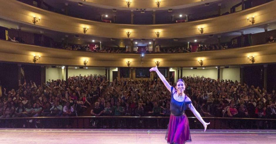 Bailarina en teatro