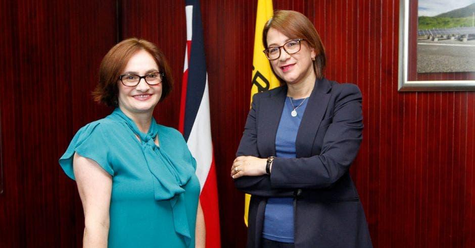 Irene Cañas y Hazel Cepeda
