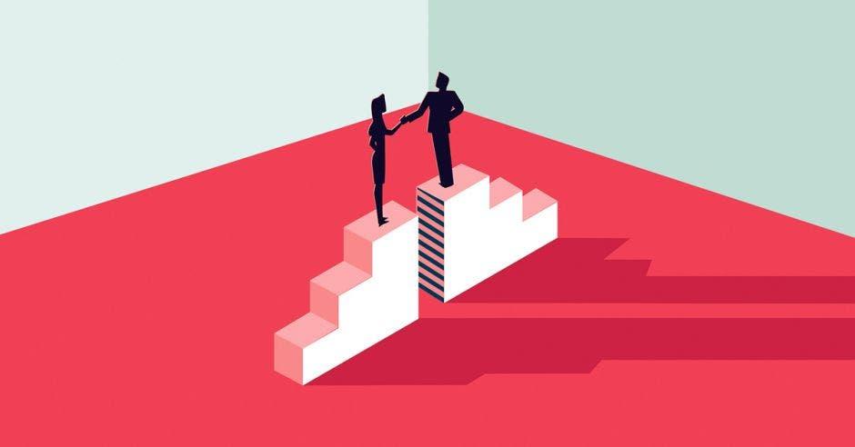 un hombre y una  mujer en un podio almismo  nivel