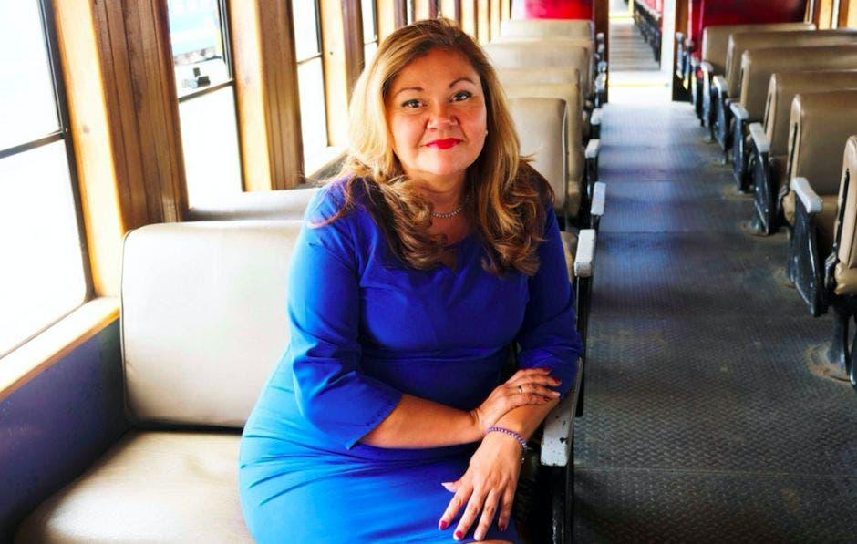 Elizabet Briceño, presidenta de Incofer, en un vagón de tren