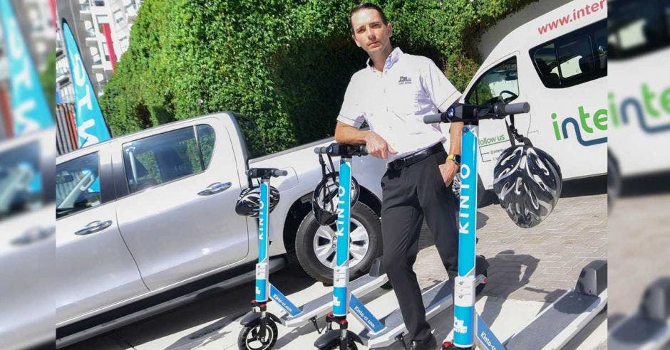 scooter eléctrico azul