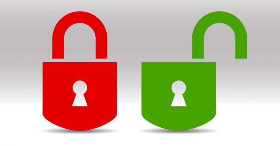 dos candados, uno rojo cerrado y uno verde abierto