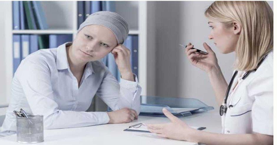 Paciente con cáncer en una cita médica
