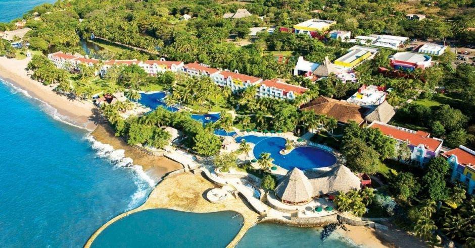 vista aérea de un hotel de grandes proporciones