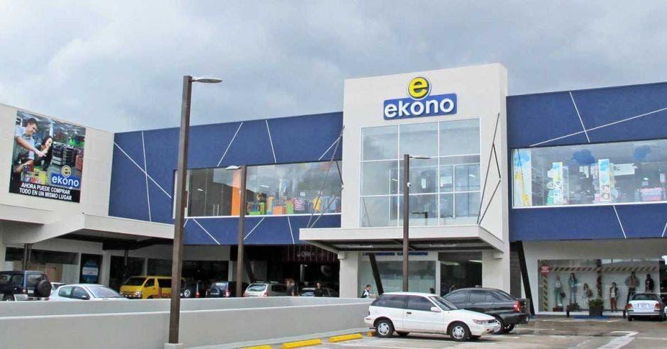 Fachada de una tienda Ekono