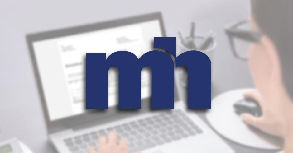 logo ministerio de hacienda  y persona  en computadora de fondo